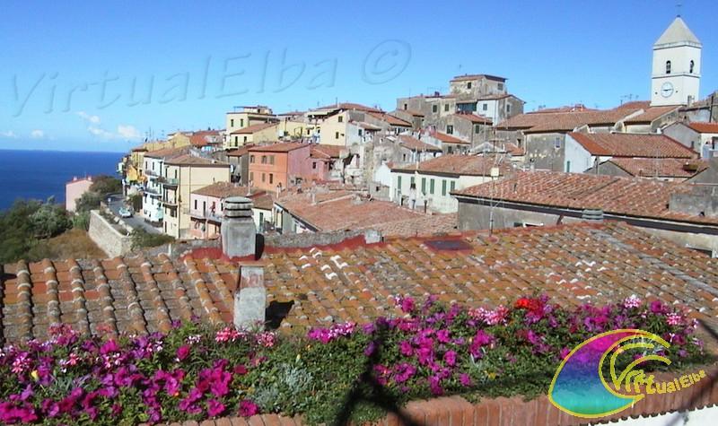 Foto dalla Piazza di Capoliveri