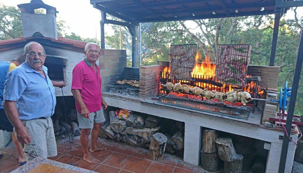 Giorgio & Company, alle prese con barbecue e forno,  intenti nella preparazione di una delle loro accoglienti serate.